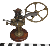 Articulated watch maker's cutting engine.